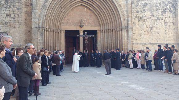 Més de 300 santcugatencs recorden el martiri de Jesús amb el Via Crucis