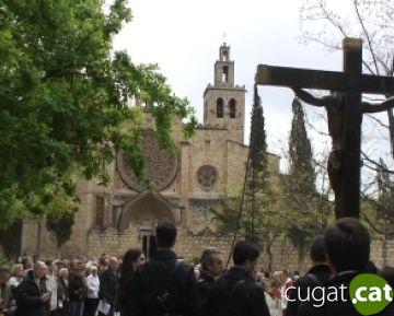 El Sant Crist crucificat recorre els carrers de la ciutat tot l'amenaça de pluja