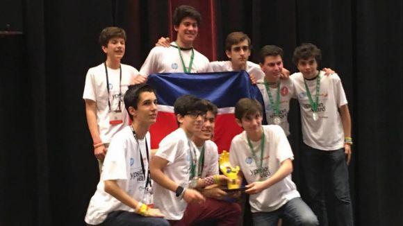L'equip Ypsilon, format per alumnes del Viaró, va guanyar la final mundial del FLL de l'any passat