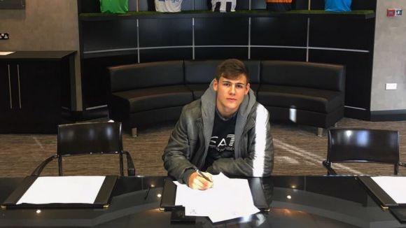 Víctor Fernández, format al Sant Cugat Esport, jugarà al sub 23 del Newcastle