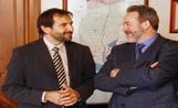 Jordi Menéndez, a l'esquerra de la imatge, amb l'alcalde de Viladecans, Jaume Monfort