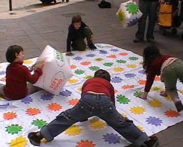 Cinc jocs infantils dinamitzen els carrers de Sant Cugat
