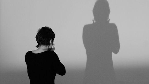 39 anys, amb fills i treball remunerat: perfil de la dona víctima de violència de gènere a Sant Cugat