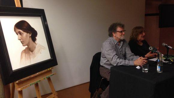 Lluís Ribas descobreix el retrat de Virginia Woolf pintat amb la tècnica de la grisalla