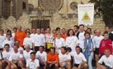 La delegació de la ciutat italiana d'Alba davant del Monestir