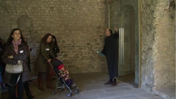 La visita teatralitzada al Claustre supera les expectatives de l'organització