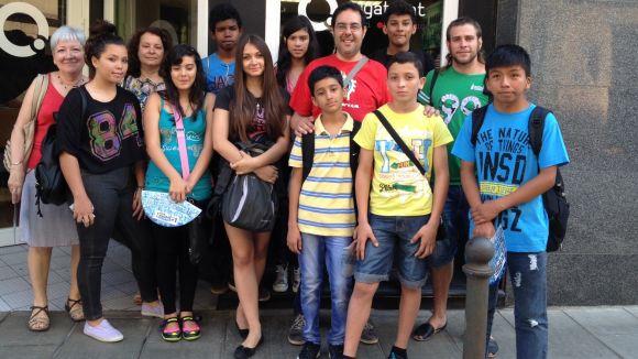El Casal d'Acollida de la Creu Roja visita les instal·lacions de Cugat.cat