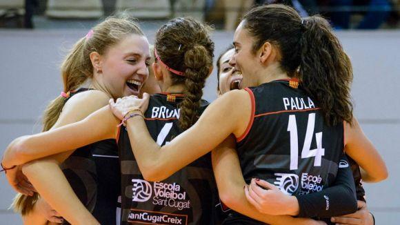 A l'esquerra, la jugadora del DSV-Volei Sant Cugat Cris Borja / Font: Cris Borja