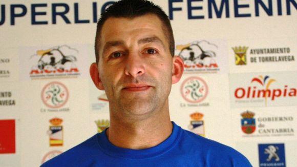 L'entrenador del Torrelavega, Álex Río / Font: Contrameta.com