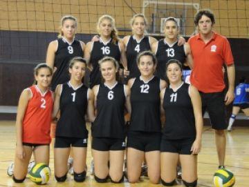 Andreu Llenas i les noies del conjunt juvenil