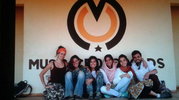 Joves voluntàries fan un 'verkami' per finançar un documental sobre Malawi