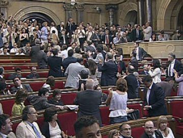 Els diputats Recasens (CiU) i Balcells (PSC-CpC) voten a favor de prohibir els toros, mentre que Domingo (grup mixt) hi vota en contra