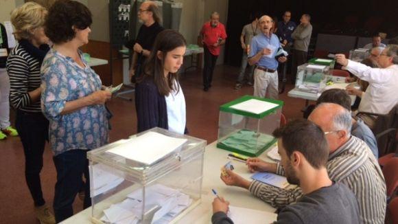 Santcugatencs votant el 24 de maig