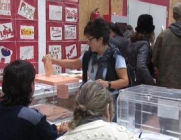 Moment de votació d'una santcugatenca