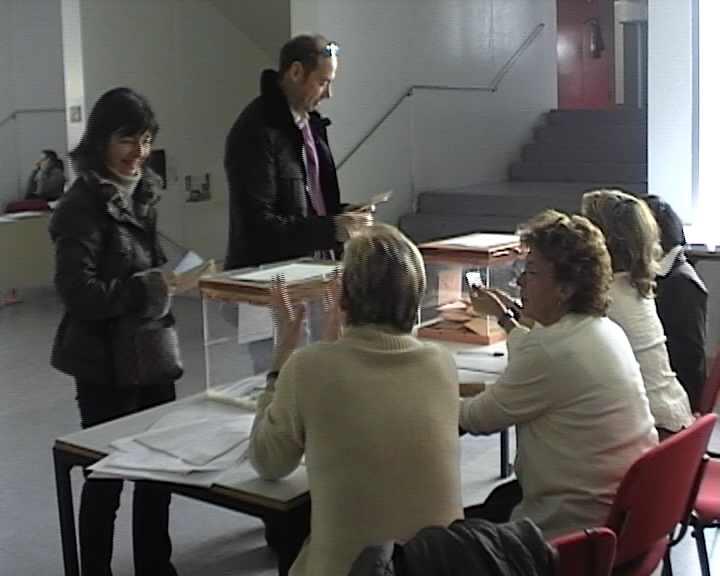 L'efecte de la polarització del PSOE i el PP sobre els partits minoritaris centra l'anàlisi post electoral dels partits de la ciutat