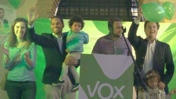 Ignacio Garriga, segon per l'esquerra, amb membres de la llista de VOX-FiV