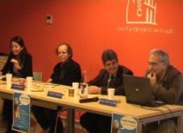 Una trentena de persones participen a la taula rodona 'Canvi Climàtic. Qui té la solució?'