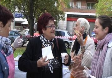 La xocolata desfeta escalfa per cinquè any un festiu barri de Coll Favà