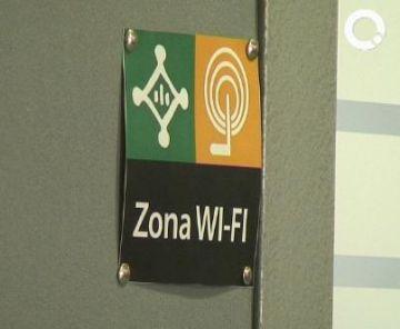 Diversos cartells indiquen la possibilitat de connectar-se